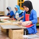 Proses pembuatan kuih Alamanda
